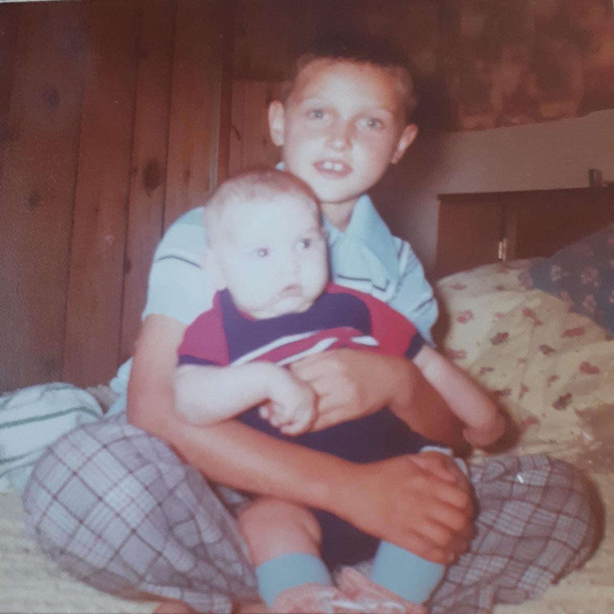 1977- Robbie w baby Jason_1200
